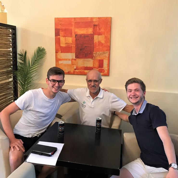 Ein lässiges Treffen mit zwei tollen Jungs!